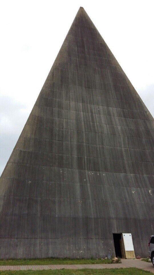 фото пирамиды на новой риге после урагана новому году